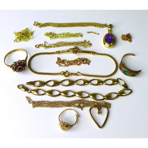 155 - A group of 9ct gold jewellery, including a flowerhead ring set with garnets, an amethyst pendant, tw...