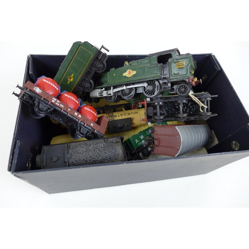 129 - A quantity of Hornby 00 gauge railway models, including  three Tri-ang Hornby R228 Pullman coaches (...