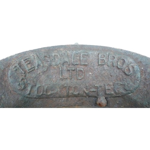 174 - A vintage cast iron piglet feeder, by Teasedale & Bros. Ltd., Stockton-on-Tees, 60 by 60 by 29cm....