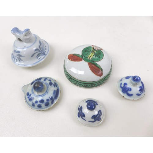 8 - A collection of fourteen 19th century Chinese and Japanese porcelain lids, including mostly Chinese ...