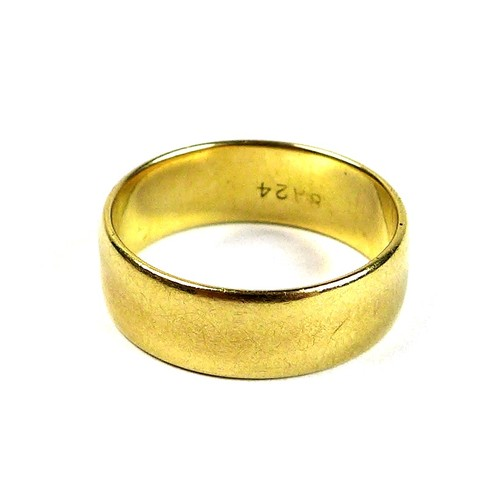 332 - An 18ct gold wedding band ring, size L/M, 4g.