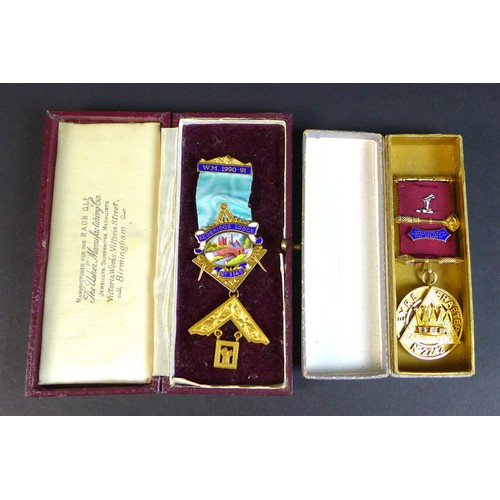 65 - A ERII silver Masonic medallion from the Eyre Chapter No. 2742 inscribed 'Presented to Ex. Comp. C.F...