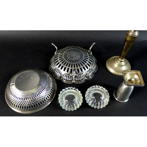 72 - A group of George V and later silver wares, comprising a George V bon bon dish of dodecagon form wit...