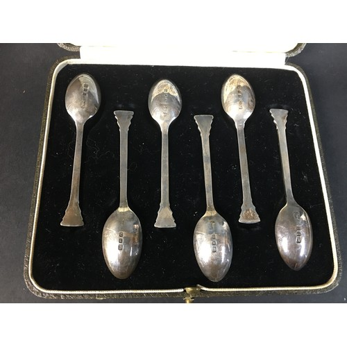 74 - A group of Victorian and later silver ware, comprising a George VI cased set of teaspoons with Corin...