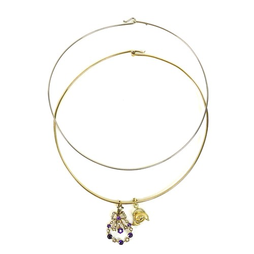 360 - A group of gold jewellery, comprising a 9ct gold choker, 13.6g, an 18ct gold dolphin pendant, 2g, an...