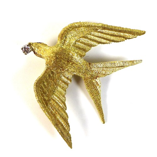 403 - An 18ct yellow gold brooch in the form of a bird, swift or swallow, modelled with outstretched wings...