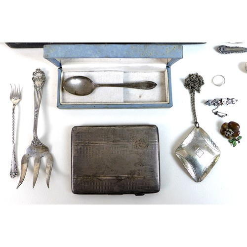 22 - A small group of silver and plated items, including an Edwardian silver cigarette case, two pickle f...