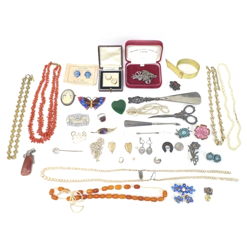 101 - A group of vintage costume jewellery, including a marcasite set necklace, an Art Deco paste set broo...