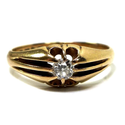 132 - An 18ct gold and diamond solitaire ring, the central brilliant cut diamond of approximately 0.34ct, ...