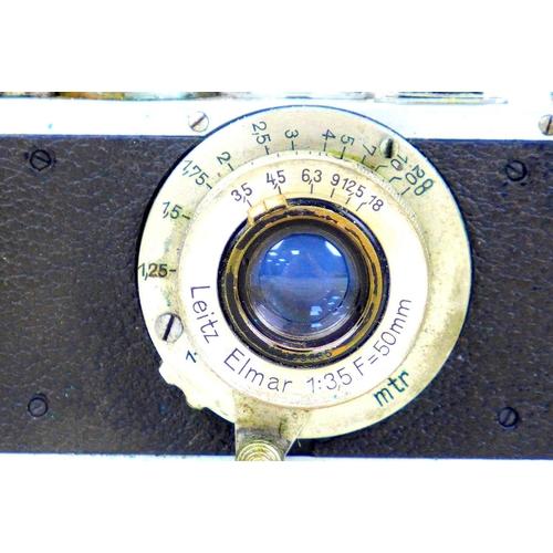101 - A vintage 1930s Leica camera, with Leitz Elmar 1:3.5 f=50mm lens, serial no. 168496, with chrome and...