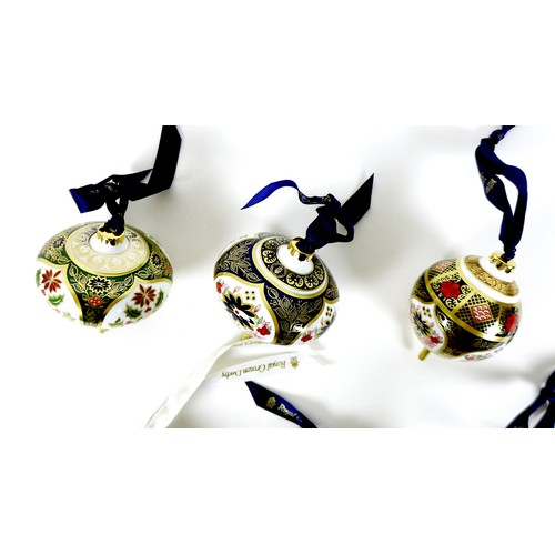 94 - A group of six Royal Crown Derby Christmas decorations, comprising 'Imari Holiday Droplet Bauble', b...