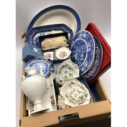 308 - Spode Italian circular stand and leaf shaped dish, boxed Wedgwood ceramics etc in one box