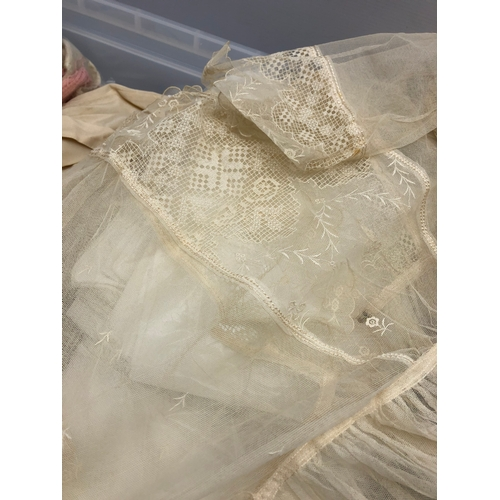 389 - Vintage lace and net ladies garment, collection of table linen, children's clothing and dolls