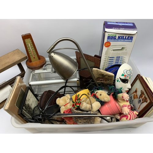 526 - Miscellaneous items including a kitchen roll dispenser, small storage box, teddies etc, in one box