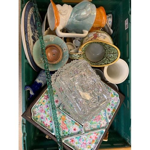 556 - Group of assorted ceramics, to include small Doulton Lambeth pot, Wedgwood Jasperware, Doulton Bursl...