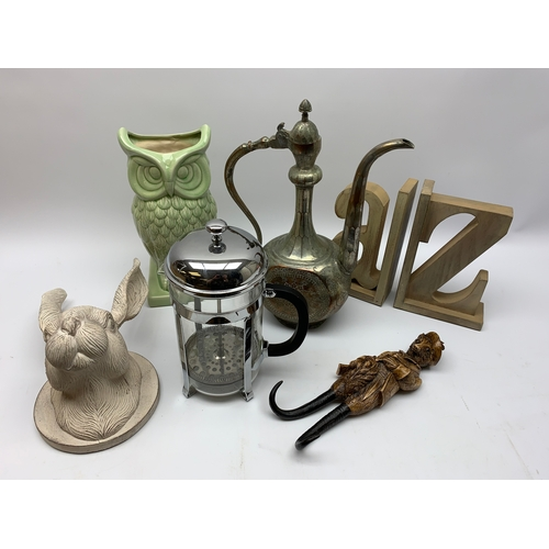 626 - Group of miscelaneous items, to include green glazed vase in the form of an owl, letter bookends, ea...