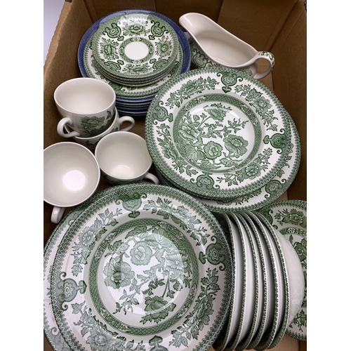 649 - Group of blue and white willow pattern dinner and tea wares, together with green and white floral pa...