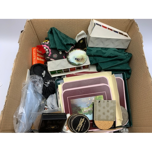 656 - Various place mats, coasters and other similar items, in one box