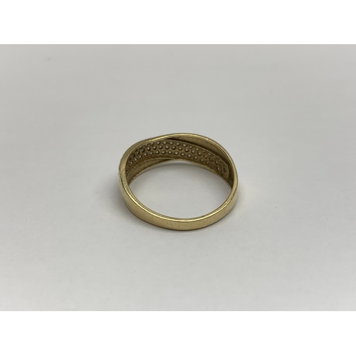 704 - 9ct gold ring