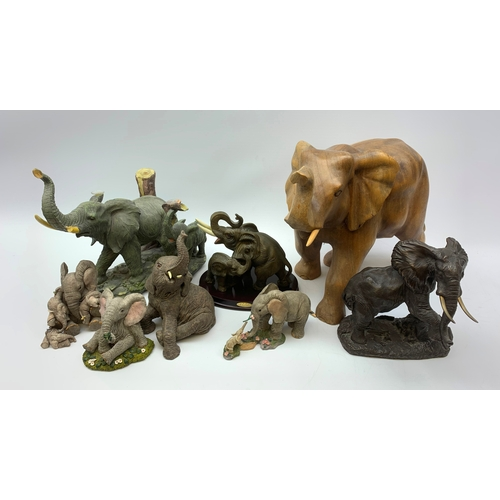 708 - Various models of elephants, in one box