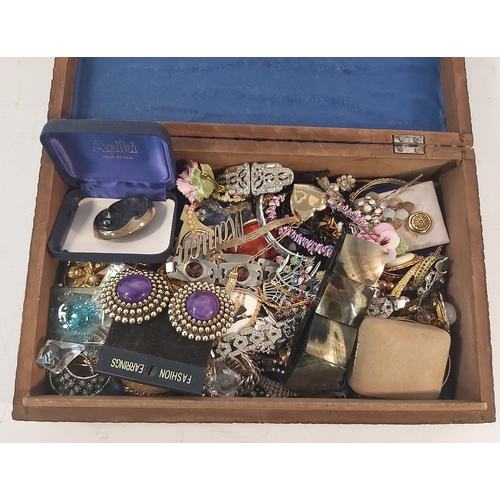 77 - Box of Jewellery