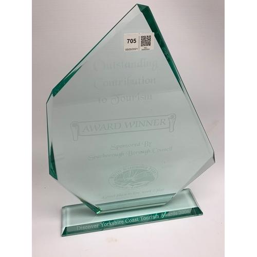 705 - Glass award 'Discover Yorkshire Coast Tourism Awards 2006'