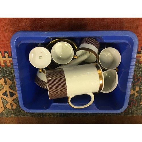 33 - Vintage tea ware...