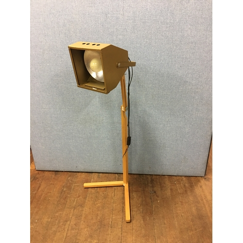 31 - vintage theatre light lamp...