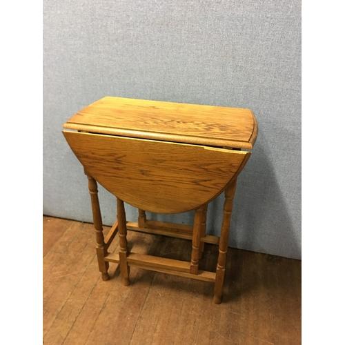 59 - small oak drop leaf table...