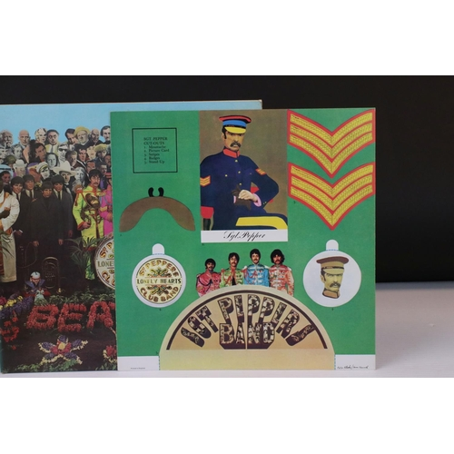 418 - Vinyl - The Beatles Sgt Pepper (PMC 7027) The Gramophone Co, Sold In UK, and 33 and a third to the y...