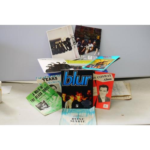 769 - Music Memorabilia - Group of music related books to include The Beatles, Blur, Kula Shaker, Duran Du...