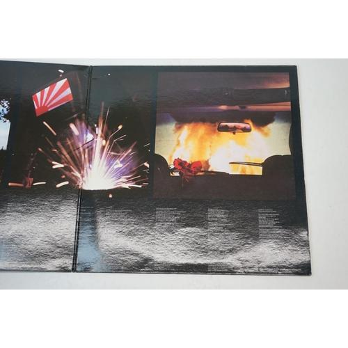 29 - Vinyl - Pink Floyd 2 LP's to include Animals (SHVL 815) gatefold sleeve, no barcode printer credit, ...