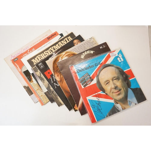 918 - Vinyl - Large collection of Classical. MOR & Easy Listening LPs to include a signed The Chris Barber...