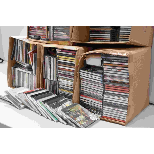 1014 - CDs - Around 400 CDs featuring various Country artists, Beach Boys etc, vg