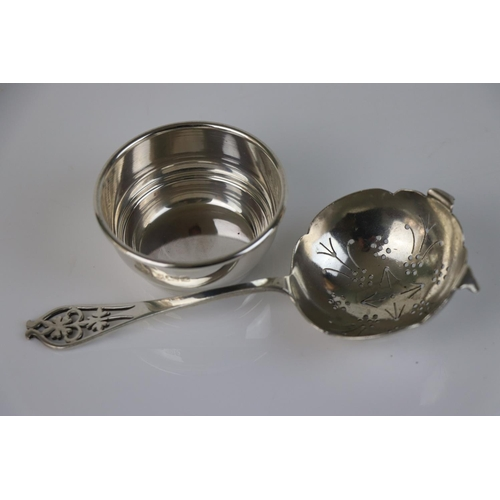 185 - Silver tea strainer, pierced foliate terminal, makers Viners Ltd, Sheffield 1937 together with unass...