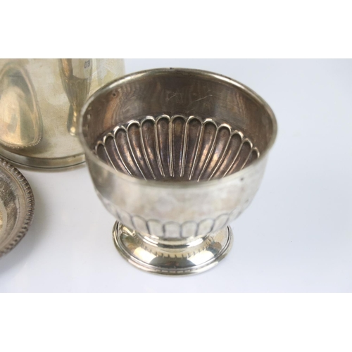216 - A collection of fully hallmarked sterling silver to include a pin dish, sugar bowl and a tankard, va...