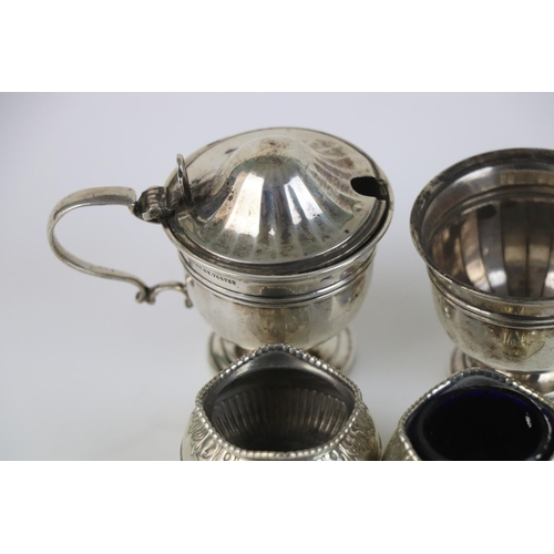 277 - A small group of fully hallmarked sterling silver collectables to include a pair of salts together w...
