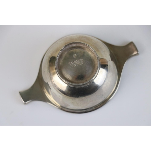 286 - A fully hallmarked Scottish sterling silver quaich, maker marked for Brook & Son, assay marked for E...