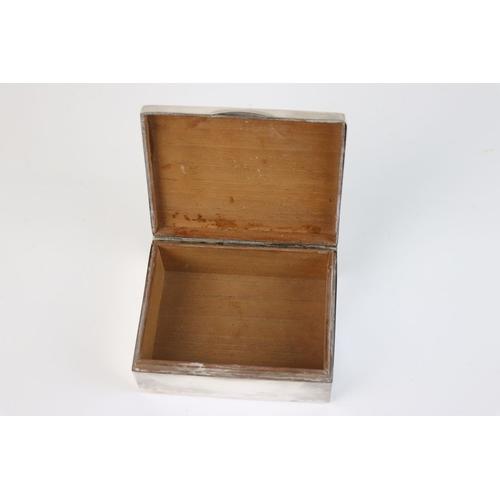 346 - A fully hallmarked sterling silver cigarette box, maker marked for A & J Zimmerman Ltd (Arthur & Joh...