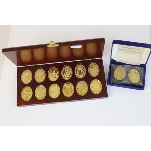 469 - A cased Danbury Mint fully hallmarked silver gilt ingots featuring the arms of the Prince of Wales t...
