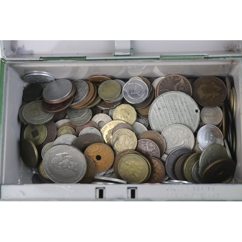564 - A collection of mixed 19th and 20th century British and world coins.