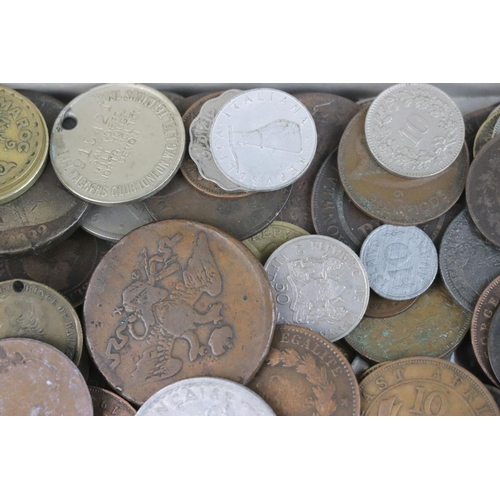 567 - A collection of mixed 19th and 20th century British and world coins.