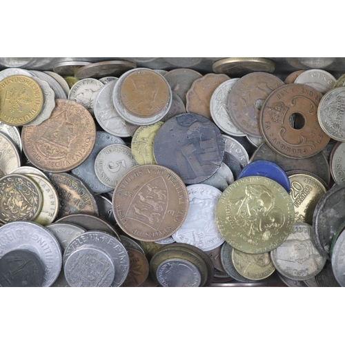 571 - A collection of mixed 19th and 20th century British and world coins.