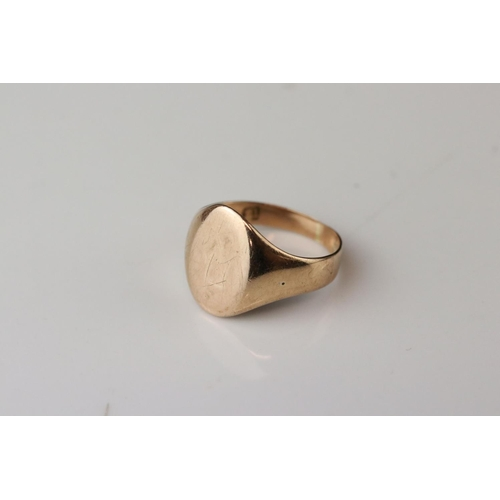 105 - Rose gold signet ring, assessed as 9ct gold, oval panel (possibly with extremely rubbed monogram), r...