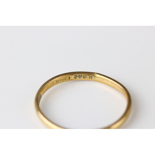 22 - 22ct yellow gold wedding band, width approx 1.5mm, ring size L