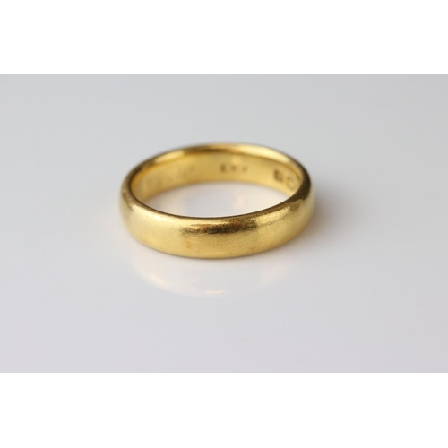 32 - Edwardian 22ct yellow gold wedding band, engraved to inner shank