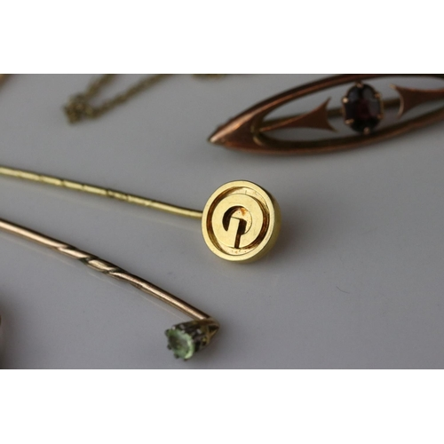 40 - Cameo 9ct yellow gold pendant brooch, garnet 9ct brooch (af) peridot unmarked gold stick pin, 18ct y...