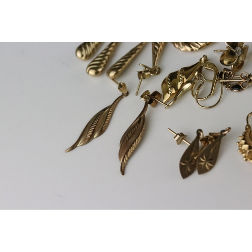45 - Collection of 9ct yellow gold earrings, mostly post ear fittings, stud and drop earrings (q)