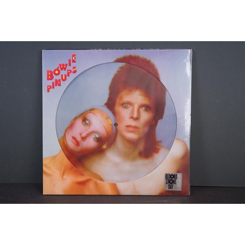 260 - Vinyl - Three David Bowie Record Store Day UK LP releases to include The World of David Bowie, Pin U...