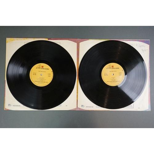 1154 - Vinyl - Captain Beefheart Trout Mask Replica (Reprise K 64026) on Reprise steamboat label, gatefold ...